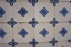 与蓝色花的Azulejos 免版税图库摄影