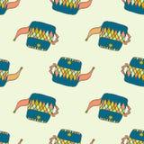 与蓝色茶壶的手拉的无缝的样式 库存照片