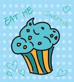 与蓝色顶部的逗人喜爱的杯形蛋糕 免版税库存照片