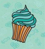 与蓝色顶部,糖果背景的逗人喜爱的杯形蛋糕 图库摄影