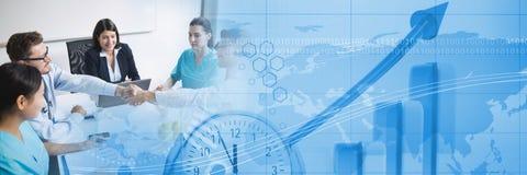 与蓝色财务图表转折的医疗业务会议 免版税库存照片