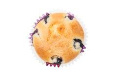 与蓝莓和杏子顶上的射击的松饼 免版税库存图片