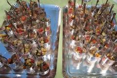 与蓬蒿的新鲜的gazpacho用沙拉-鲜美开胃菜 免版税图库摄影
