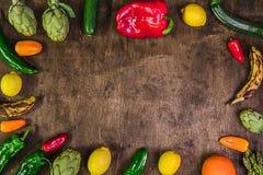 与蔬菜和水果的土气背景 健康的食物 免版税图库摄影