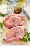 与蔬菜和香料的生肉 库存图片