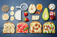 与蔬菜和水果的集合健康三明治 图库摄影