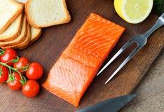 与蔬菜的三文鱼内圆角 免版税库存照片