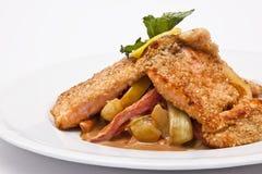 与蔬菜的三文鱼 免版税库存图片