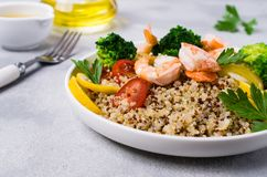 与蔬菜的奎奴亚藜沙拉 免版税库存照片