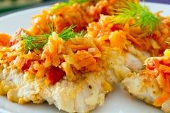与蔬菜的油煎的鳕鱼 库存图片
