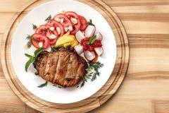 与蔬菜的牛排 免版税图库摄影