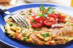 与蔬菜的菜肉馅煎蛋饼 库存图片