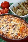 与蔬菜的被烘烤的豆 免版税库存图片