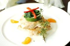 与蔬菜的鱼排 库存图片