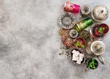 与薄荷叶的茶 假日桌 ramadan的kareem 库存图片