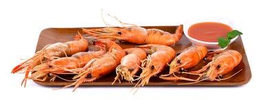 与薄荷叶的虾在木板 库存图片