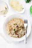 与蘑菇等概率圆牛肝菌蕈类和乳酪的意大利煨饭 图库摄影