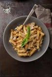 与蘑菇pesto的鲜美面团 免版税库存图片