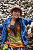 与蚝壳墙壁的泰国妇女画象在Wat Chedi Hoi 库存图片