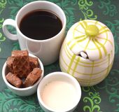 与蛋糕的咖啡和牛奶和糖 免版税图库摄影