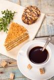 与蛋糕的咖啡 免版税库存照片