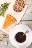 与蛋糕的咖啡 免版税库存图片