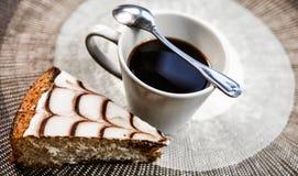 与蛋糕的咖啡 免版税图库摄影
