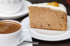 与蛋糕的浓咖啡咖啡 库存图片