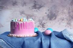 与蛋糕的美好的复活节构成 图库摄影