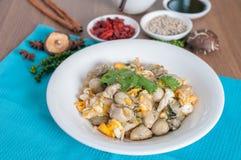 与蛋菜单的被炖的牡蛎 免版税图库摄影