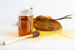 与蜂窝的蜂蜜 图库摄影