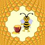 与蜂蜜罐和蜂窝的一只逗人喜爱的动画片蜂 免版税库存照片