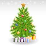 与蜡烛和中看不中用的物品的圣诞树 免版税库存照片