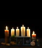 与蜡烛和四片叶子三叶草的万圣夜背景 库存照片