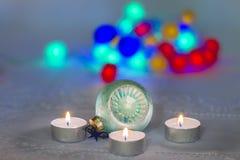 与蜡烛和圣诞节12月的圣诞节(圣诞节)构成 免版税库存图片