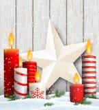 与蜡烛和星装饰的圣诞节静物画 库存例证