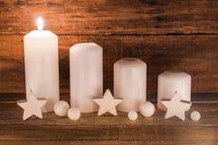 与蜡烛的出现装饰 免版税图库摄影