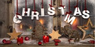 与蜡烛的浪漫圣诞卡在红色和白色颜色 免版税库存图片