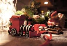 与蜡烛的美丽的圣诞节花圈 库存图片