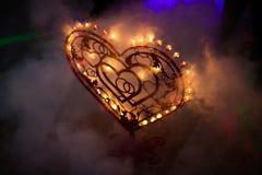 与蜡烛的金属心脏 库存照片