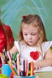 与蜡笔的女孩图画 库存照片