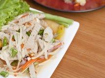 与螃蟹的煮沸的菜用结页草 免版税库存图片