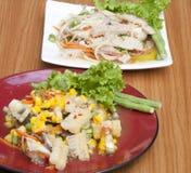 与螃蟹的煮沸的菜用结页草 图库摄影