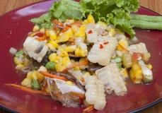 与螃蟹的煮沸的菜用结页草 库存照片