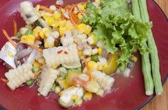 与螃蟹的煮沸的菜用结页草 库存图片