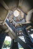 与螺旋形楼梯的典型大厦 免版税图库摄影