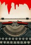 与血液万圣夜概念的古色古香的打字纸板料 免版税库存图片