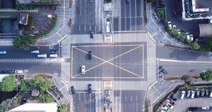 与行人穿越道的公路交叉点在雅加达市 股票视频