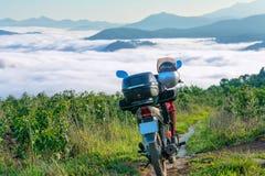 与行李储仓的摩托车冒险 库存图片