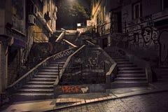 与街道画的楼梯 免版税库存图片